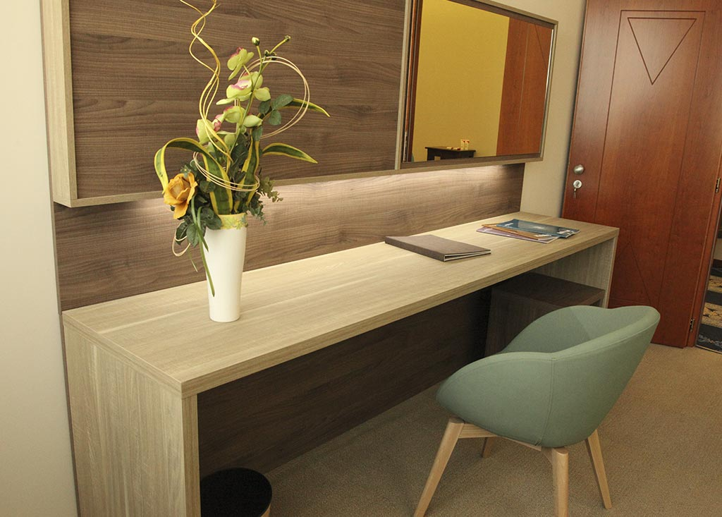 Consolle desk for hotel bedrooms (Zeus model)